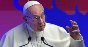 El Papa reprendió a sus nuncios y exigió que no lo critiquen