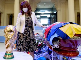 La muerte de Maradona reencontró a Alberto Fernández y Cristina Kirchner en una jornada caótica