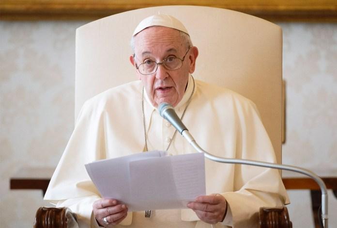 El Papa advirtió del peligro de convertir a la Iglesia en un partido político o una empresa