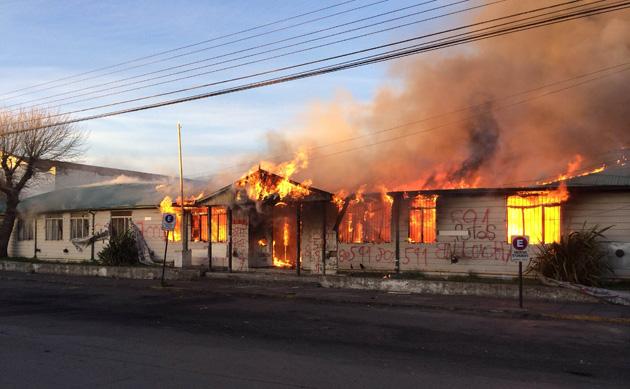Se incendian las oficinas de Planeamiento. Foto: Francisco Muñoz OPI Santa Cruz