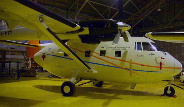 El avión Arava matricula LV-MTP del Gobierno de Tierra del Fuego en el hangar - Foto: OPI Santa Cruz