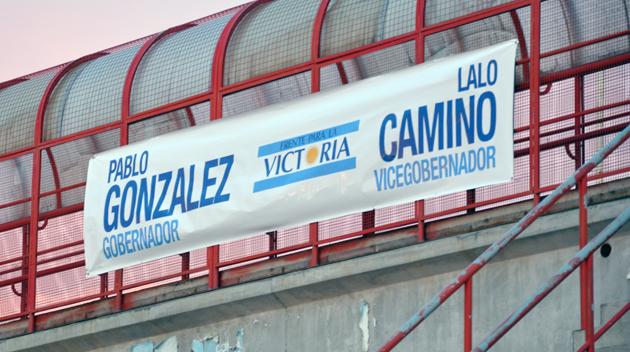 El pasacalle con el nombre del Senador como candidato a Gobernador - Foto: OPI Santa Cruz