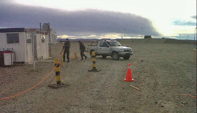 La gendarmería en el ingreso a LH III esta mañana – Foto: OPI Santa Cruz