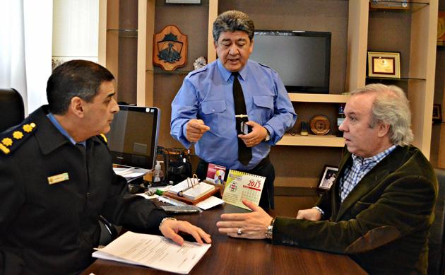 El Gobernador Daniel Peralta junto al Jefe de Policía esta mañana - Foto: Prensa de Gobierno