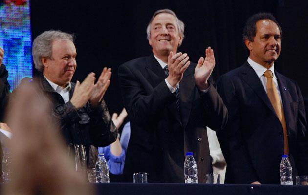 El 8 de octubre del 2010, en Río Gallegos en el Boxing Club, Daniel Peralta, Néstor Kirchner y Daniel Scioli - Foto: OPI Santa Cruz/Francisco Muñoz