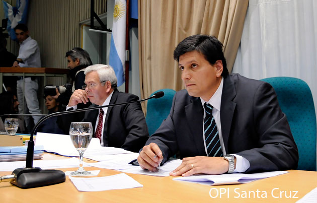 El Diputado de La Cámpora Mauricio Gómez Bull presidiendo la sesión – Foto: OPI Santa Cruz/Francisco Muñoz