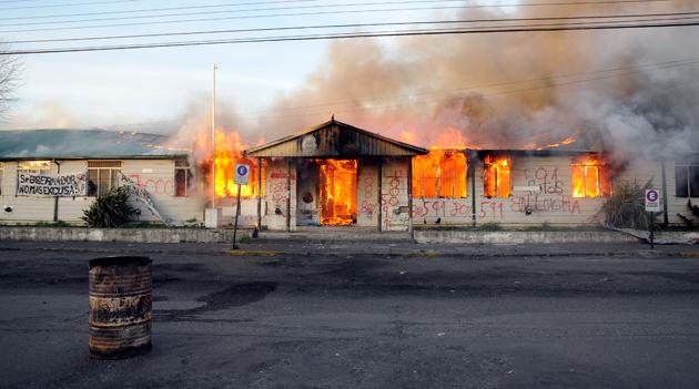 El edificio de planeamiento totalmente en llamas - Foto: OPI Santa Cruz/Francisco Muñoz