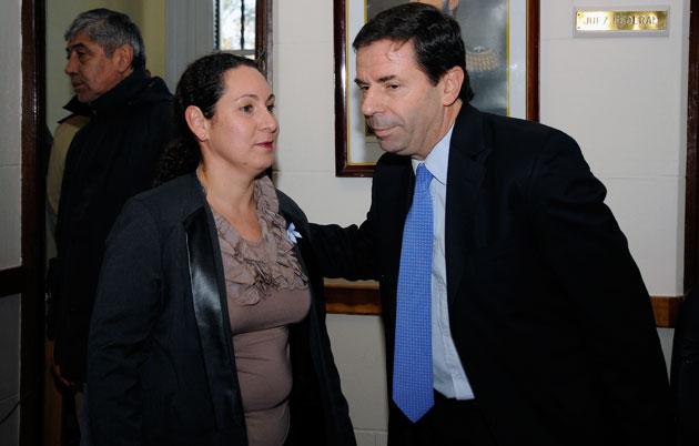 La Jueza Federal la Dra Andrea Belinda Askenazi Vera junto a Javier Leal Ibarra - Foto: OPI Santa Cruz/Francisco Muñoz