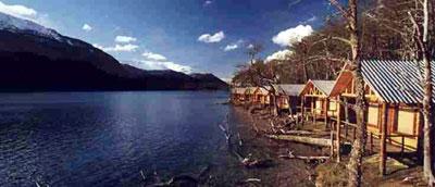 Hosteria Petrel, sobre el Lago Escondido