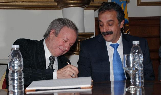 Daniel Peralta y Matias Mazu cuando el Intendente fue Ministro de la gestión - Foto: OPI Santa Cruz/Francisco Muñoz