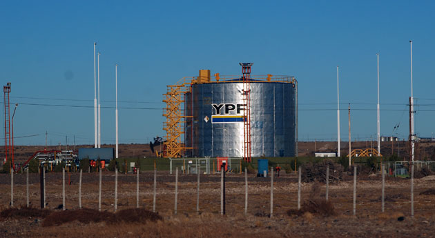 Una de las plantas que YPF tiene en la zona de Pico Truncado – Foto: OPI Santa Cruz/Francisco Muñoz