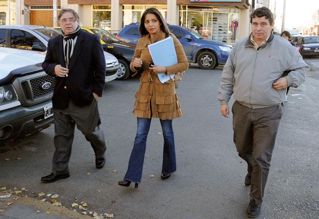 Ernesto Cruz de la UCR, Mariana Zuvic del ARI momentos antes de presentar la denuncia en la Fiscalía - Foto: OPI Santa Cruz/Francisco Muñoz