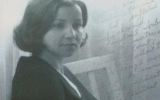 Constanța Buzea tânără, pe coperta cărții autobiografice