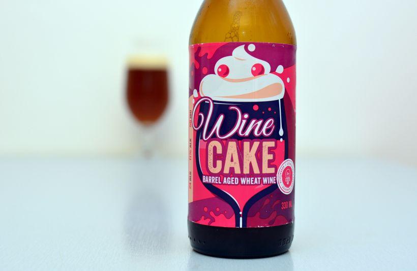Kombinácia vína, koláčov a piva (Brokreacja Wine Cake)
