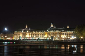 Nachts in Bordeaux