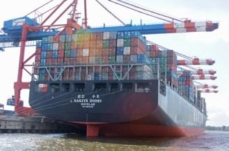 Container auf Schiff