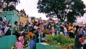 Analoge Erinnerungen: Antigua an Allerheiligen 2002