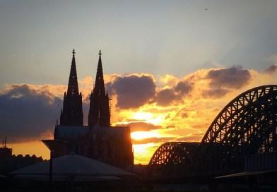 Kölner Dom bei Sonnenuntergang