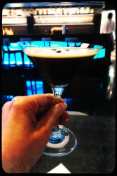 Espresso-Cocktail in der Hotelbar