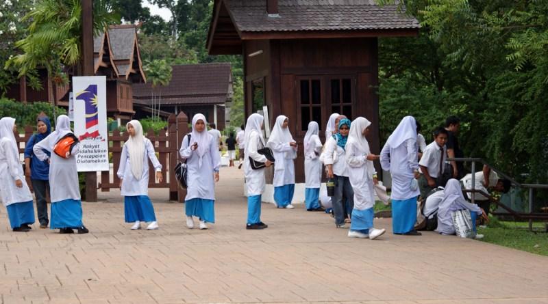 Schulmädchen in Melaka