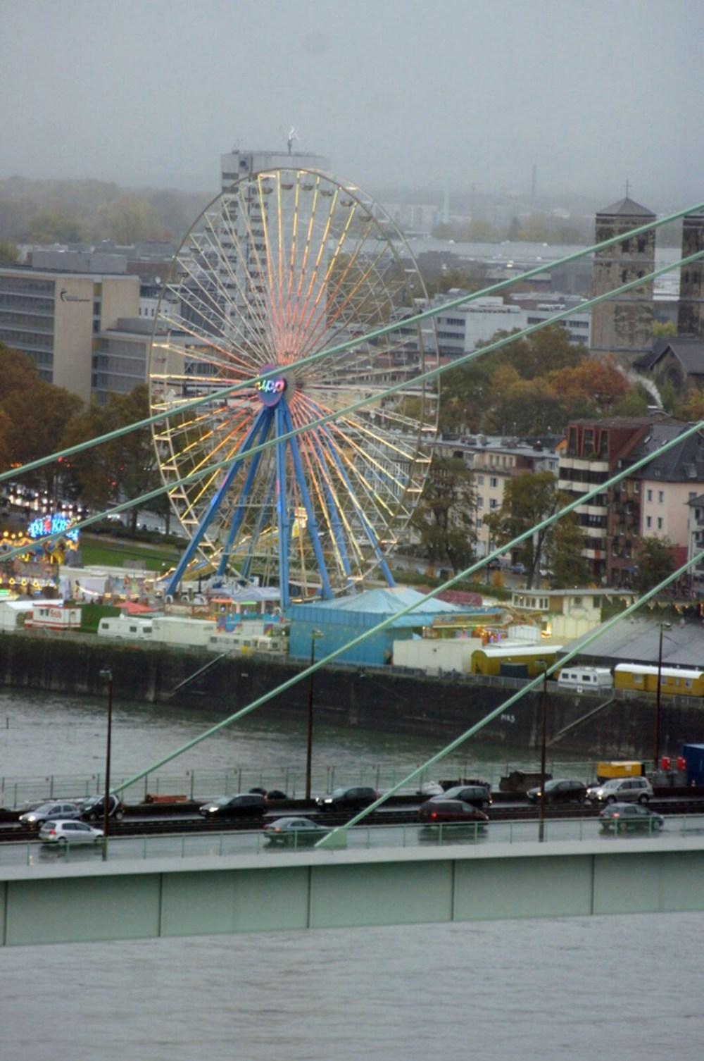 Kölner Brücke mit viel Verkehr