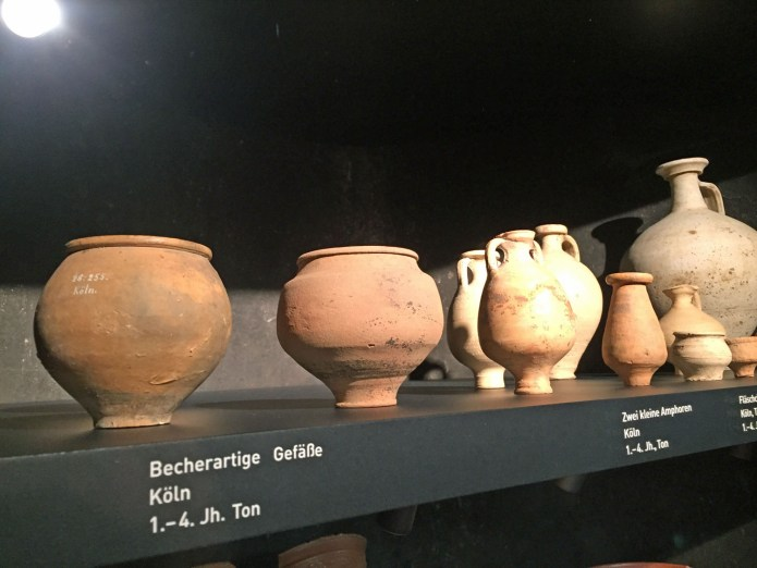 Töpfe, gefunden in Köln. Ausgestellt in Essen im Ruhrmuseum