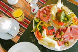Frühstück für zwei im Café Sibylle auf der Karl-Marx-Allee in Berlin