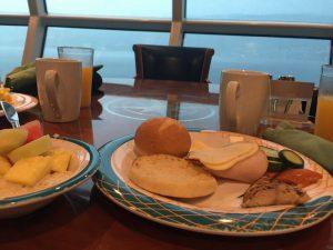 Frühstück bei der Kreuzfahrt