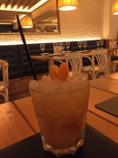 Gin-Cocktail im Negre Grill