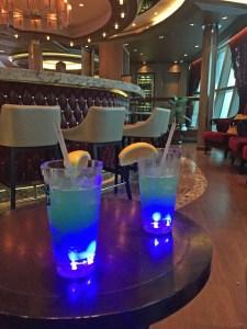 Norwegian Lemonade aus Wodka und Blue Caracao. Getrunken auf einer Kreuzfahrt