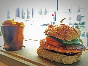 Autostadt: Lachs-Burger im Ritz Carlton in Wolfsburg