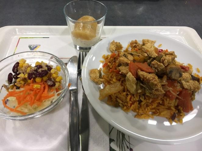 Mit Nachtisch und Salat