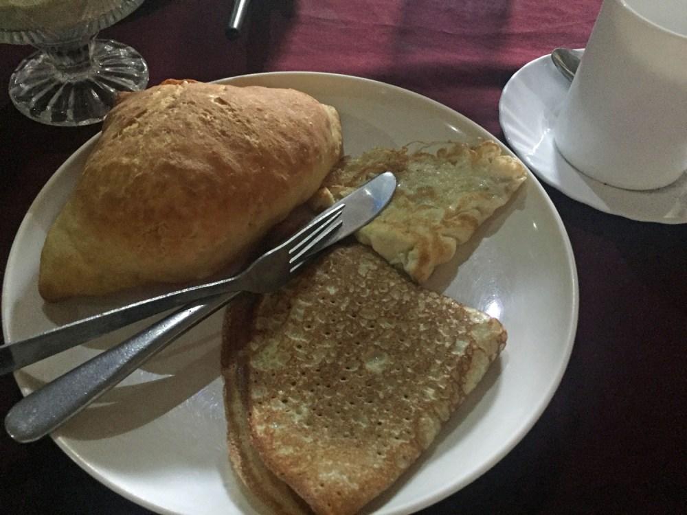 Mandazi mit Ei zum Frühstück