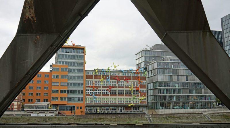 Moderne Architektur und alte Substanz im Medienhafen in Düsseldorf