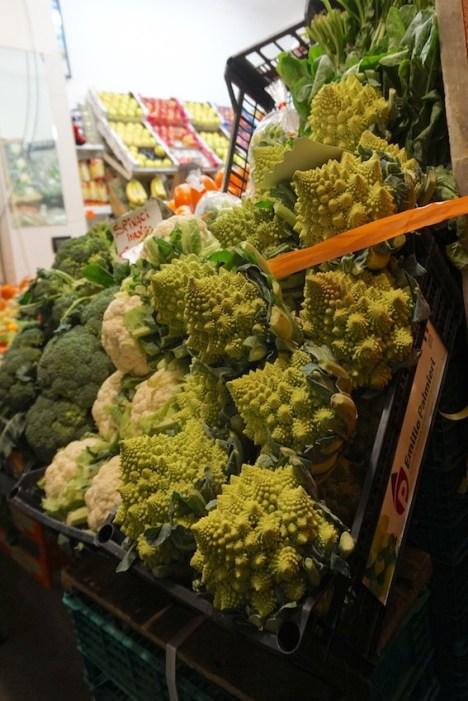 Gemüseladen in Genua in der Altstadt