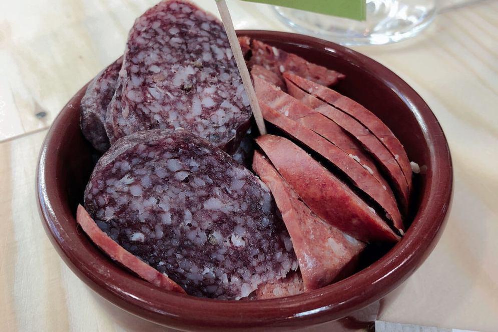 Salami schmeckt auch mit Wein