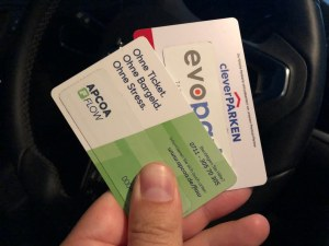 Fürs Parken bei mehreren Anbietern braucht man auch mehrere Karten...