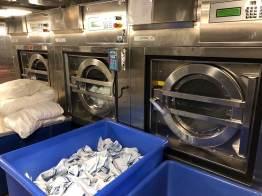 Hinter den Kulissen eines Kreuzfahrtschiffs: Waschmaschine