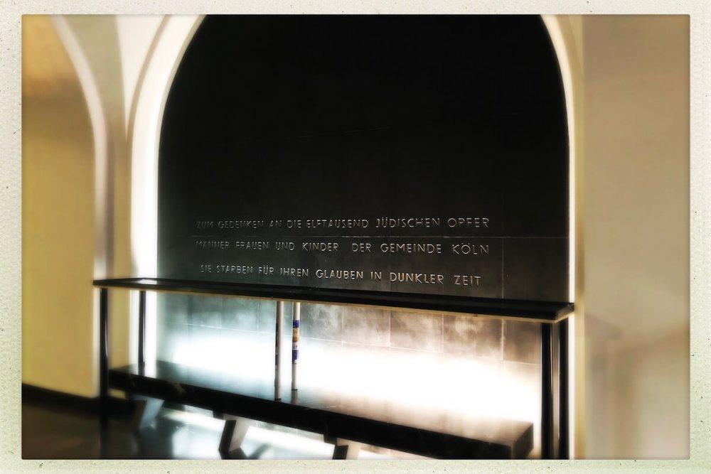 In der Gedenkhalle