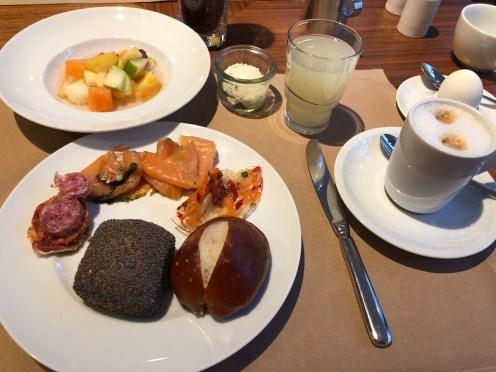 Frühstück im Mondial am Dom