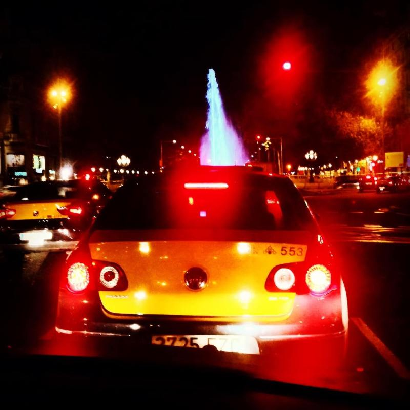 Taxi bei Nacht in Barcelona
