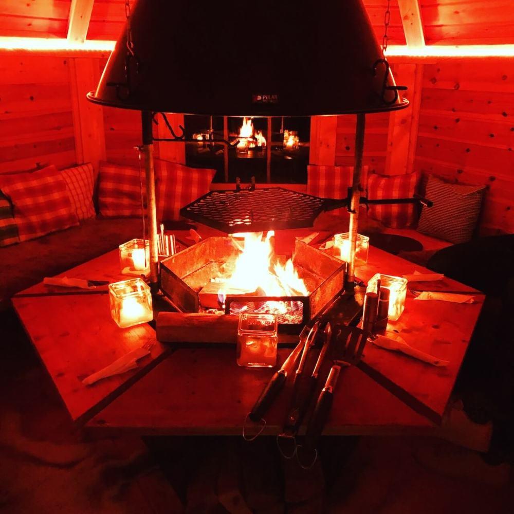 Grillhütte mit Feuer
