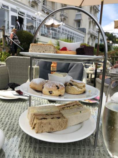 Afternoon Tea auf der Terrasse