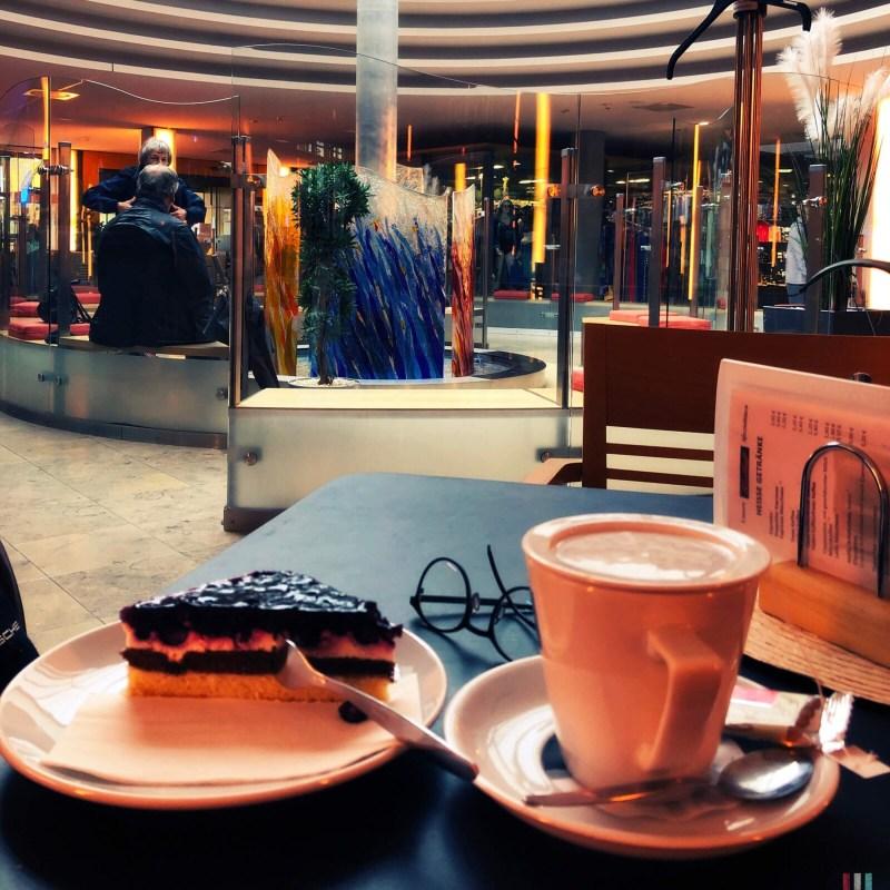 Kaffee und Kuchen in den Thermen