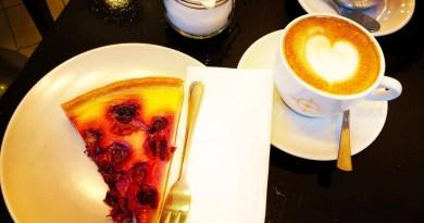 Kirschkuchen zum Kaffee