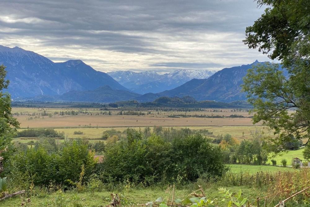 Zu den oberbayrischen Seen gehört auch der Staffelsee. Dort liegt Murnau und das Blaue Land