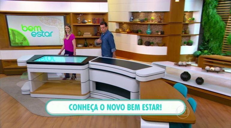 Mariana Ferrão e Fernando Rocha andam pelo novo cenário do programa (Foto: Reprodução/TV Globo)