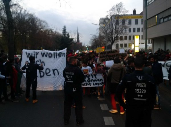Refugee protest in front of LaGeSo