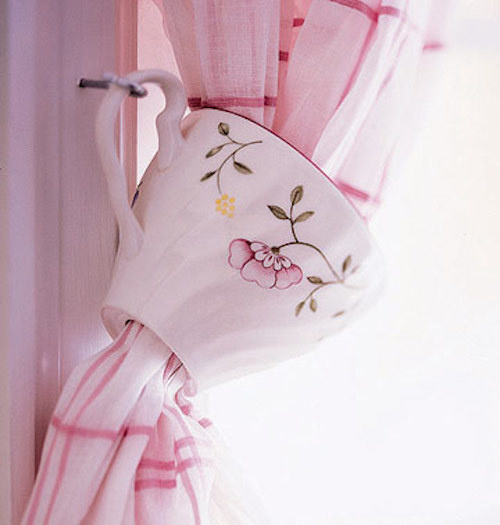 Turn chipped teacups into cute curtain tiebacks.