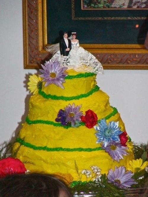 Whoever created this cake needs to start exploring new career fields.